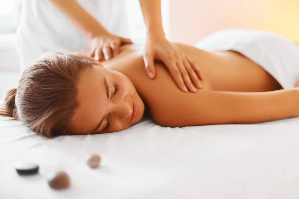 Un masaje en un hotel de lujo, vitamina pura en contra del estrés laboral